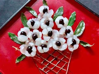 Bóc nhãn trang trí thành lẵng hoa cho bàn ăn thêm sinh động