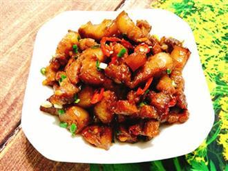 Bữa cơm sum vầy cuối tuần với món thịt rang cháy cạnh mặn mà béo ngậy