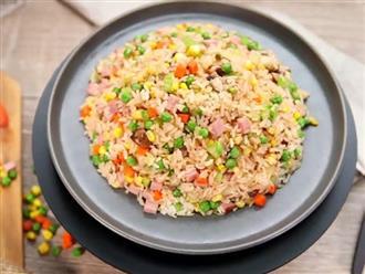 Bữa tối ngày bận rộn, tôi dùng nồi cơm điện nấu đúng 1 món cơm mà cả nhà khen không ngớt