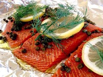 Cách làm cá hồi nướng giấy bạc thơm ngon sang chảnh không thua gì nhà hàng Pháp