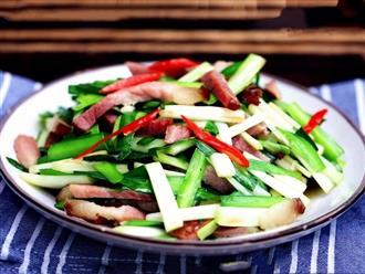 Cách làm thịt hun khói xào tỏi tây thơm ngon lạ miệng