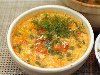 Cách nấu canh cà chua với trứng ngon đúng điệu