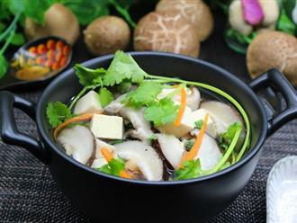 Với nguyên liệu chính là đậu hũ và nấm, bạn sẽ có ngay món canh mát lành ngọt thơm