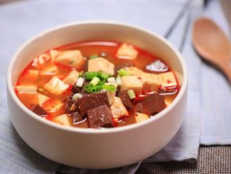 Canh đậu hũ nóng hổi thơm ngon cho bữa cơm chiều đông