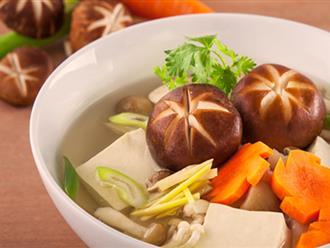 Bữa cơm với canh nấm hạt sen, vừa ngon vừa bổ dưỡng
