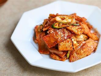 Trời trở lạnh làm ngay chả cá Hàn Quốc xào cay quá hợp cho bữa tối