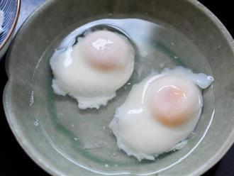Chần trứng lần nào cũng bị sủi bọt, hóa ra chị em đều làm sai ngay ở bước này
