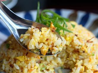 Chỉ làm một thao tác này thôi, món cơm chiên trứng của bạn lúc nào cũng vàng ươm thật đẹp mắt