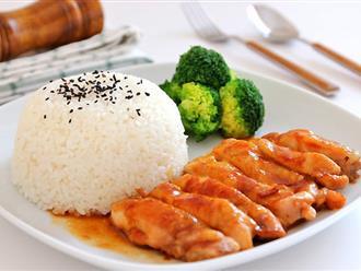 Ngày bận rộn, bữa tối chỉ cần đĩa cơm gà chiên mắm cũng đủ ngon rồi!