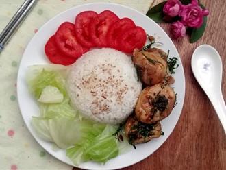 Bữa trưa văn phòng ngon miệng đơn giản với cơm gà rang lá chanh