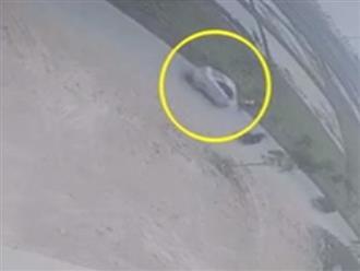 Phẫn nộ clip ô tô đâm nữ sinh ngã xuống ruộng rồi rồ ga bỏ chạy, mặc nạn nhân nằm bất động giữa đường