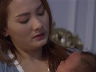 Mỗi ngày đều phải chứng kiến cảnh con trai nằm trong chậu nước xanh rì mà tim em thắt lại vì đau đớn lẫn bất lực