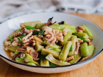 Mướp vào mùa, làm ngay món mướp xào bạch tuộc ăn thật chuẩn vị ngon cơm!