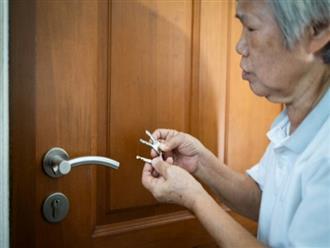Người già mắc chứng nhớ nhớ quên quên do nguyên nhân gì và cách phòng ngừa ra sao?
