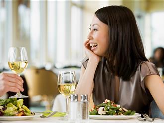 90% chị em mắc phải 1 trong số những lỗi này khi đi ăn nhà hàng, xinh đẹp bao nhiêu vẫn kém sang!