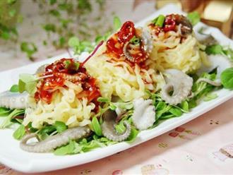 Bữa trưa làm món salad mì này đảm bảo cả nhà ai cũng yêu cầu ngày mai ăn tiếp