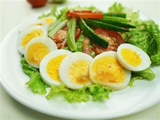 Salad rau củ trộn trứng thanh đạm, giúp bạn giữ dáng như siêu mẫu