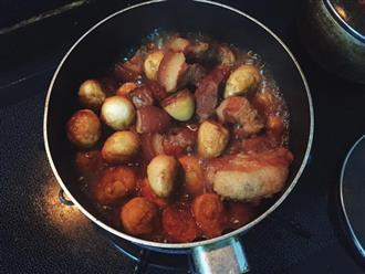 Thịt kho trứng cút nhớ cho thêm thứ này vào để món ăn trở nên tuyệt hảo, ai ăn 1 lần cũng nhớ mãi