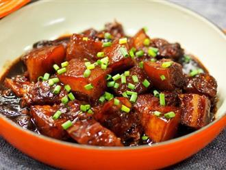 """Tôi đổ hết cả thịt và củ rau vào nồi cơm điện để kho, chồng can ngăn nói tôi """"làm liều"""" nhưng rốt cuộc lại ăn sạch bách"""