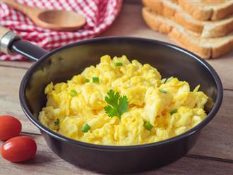 """Trứng chiên hay ốp là xưa rồi, giờ đây bạn có thể làm món """"trứng khuấy với nước"""" ngon thượng hạng theo cách của đầu bếp đạt sao Michelin"""