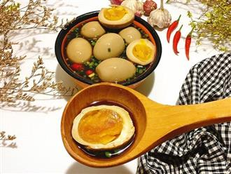 """Học mẹ Gôn cách làm trứng ngâm nước tương """"vạn người mê"""" - dễ như ăn kẹo!"""