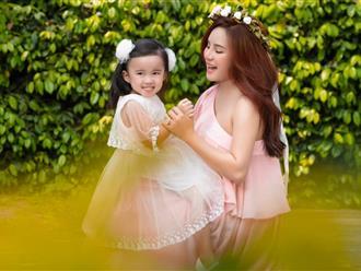 Nữ ca sĩ Vy Oanh diện váy ren 'khoe' bụng bầu gợi cảm