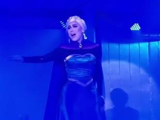 Công chúa Elsa xinh đẹp 'xuất thần', tựa tiên nữ cổ tích nhưng lại là 'phiên bản lỗi'
