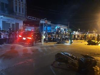 Ô tô chạy với tốc độ cao tông hàng loạt xe máy khiến 2 người thiệt mạng tại chỗ, 3 người bị thương nặng