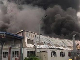 Nóng: Cháy lớn tại nhà xưởng công ty Doosan, khói đen bốc cao hàng chục mét