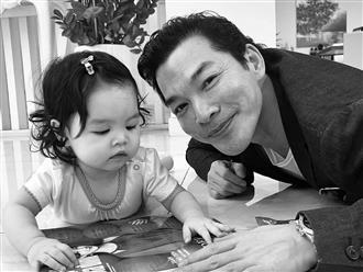 Hậu ly hôn Trương Ngọc Ánh, Trần Bảo Sơn lộ mặt con gái nhỏ thứ 2 nhưng vẫn 'khư khư' giấu kín danh tính mẹ đứa bé