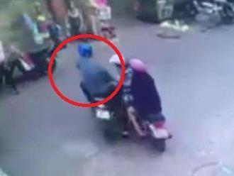 Clip: Va chạm với nữ 'ninja' trên đường chạy trốn, tên cướp lĩnh trái đắng