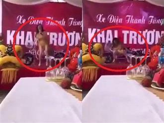 Clip: Nhảy quá sung, nữ vũ công ngã ngửa trên sân khấu