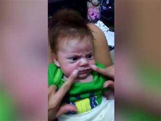 Phì cười clip em bé khó tính 'nhất quả đất'