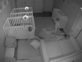 Bố mẹ choáng khi thấy cặp song sinh 'quẩy' xuyên đêm
