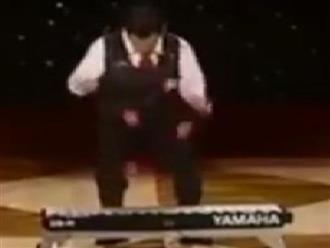 Clip: Vừa tung hứng vừa chơi piano cực đỉnh