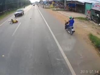 Người phụ nữ sang đường thiếu quan sát bị ô tô hất tung lên nóc capo