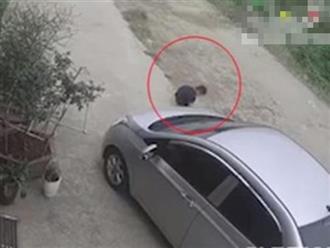 Bé trai thoát chết thần kỳ khi bị cuốn vào gầm ô tô