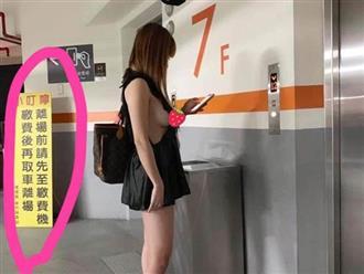 Cô gái mặc váy khoét sâu hun hút, lộ ngực 'siêu to khổng lồ' khi đứng chờ thang máy