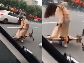 Cô gái 'lộ hàng' giữa phố vì chiếc váy rách te tua, phản ứng của dân mạng mới ngỡ ngàng