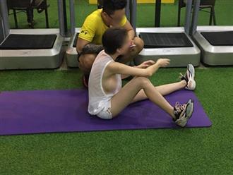 Đi tập gym mà quên mặc áo lót, cô gái lộ 'siêu vòng 1' ngồn ngộn như trái bóng khiến người xung quanh nóng mắt