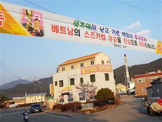 Băng rôn chúc mừng tràn ngập quê nhà HLV Park Hang-seo