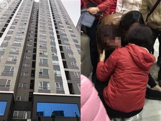 Vụ bé gái 5 tuổi rơi từ tầng 25 chung cư tử vong: Mẹ gào khóc gọi con, cha thất thần tại hiện trường