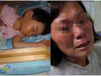 Bé trai 6 tuổi đi ngủ mãi không dậy, bà lật mở tấm chăn và òa khóc nức nở