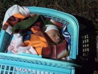 Bé trai 20 ngày tuổi bị bỏ rơi ven đường cùng mảnh giấy lạ