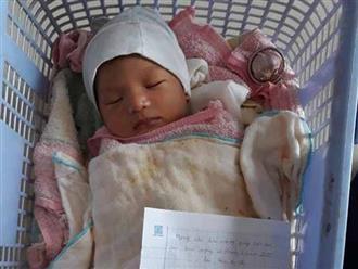 Bé trai 17 ngày tuổi bị bỏ rơi trước cửa nhà dân cùng lá thư viết vội của người mẹ