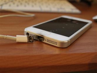 Xót xa clip bé trai bị điện giật tử vong vì sử dụng điện thoại khi đang sạc pin