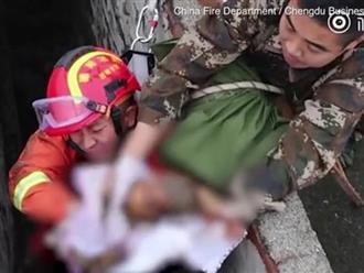 Bé trai được cứu khỏi bể phốt vì bị mẹ đẻ rơi khi đi toilet công cộng