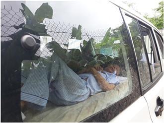 Yêu râu xanh bị HIV xâm hại bé gái 11 tuổi đến tòa bằng xe cứu thương, được khiêng vào phòng xét xử