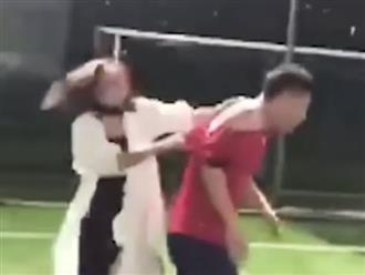 Phát hiện người yêu cầu thủ đã có vợ, cô gái lao vào đánh chửi không thương tiếc
