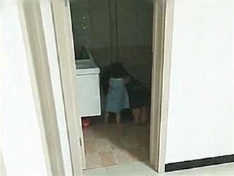 Bố say rượu nôn ói trong toilet, bé gái có hành động cực ngọt khiến bao trái tim tan chảy